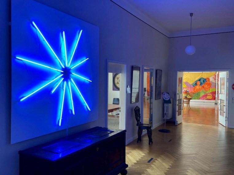 Fabrizio Dusi, Sole, 2021, neon blu, Monte Verità, Ascona (Svizzera)