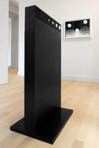 Marcello Morandini, 1B - 1964 (2016), legno laccato, 51x74x8 cm, 2 esemplari; 26 - 1968 già Tensione, legno laccato, 20x60x10 cm, 50 esemplari Foto © Michele Sereni