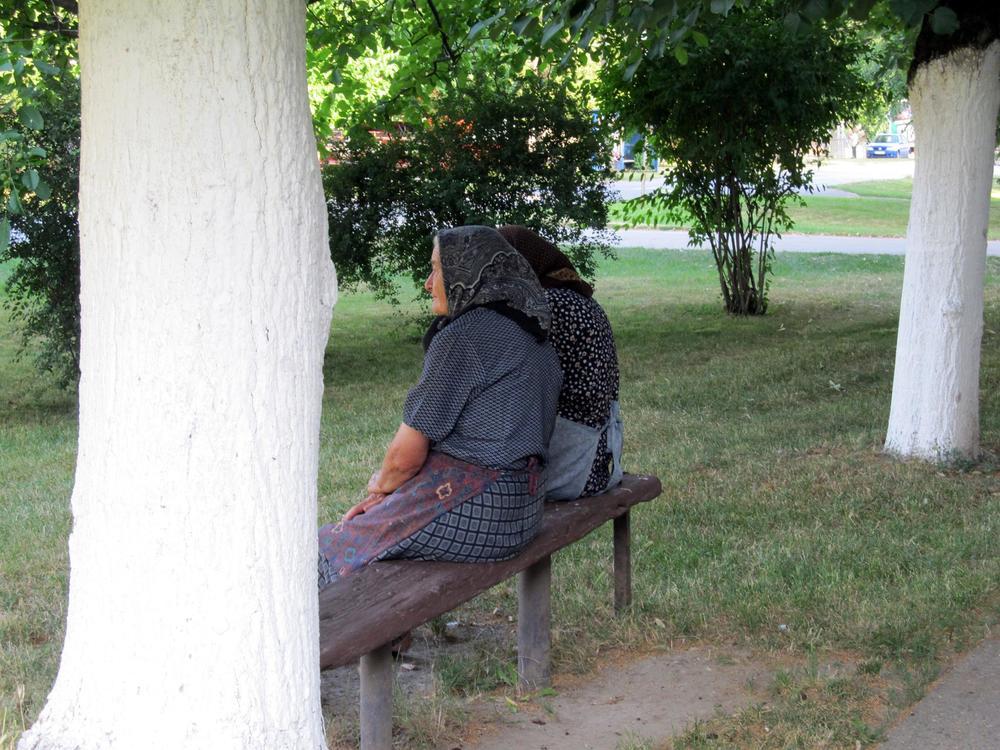 Image result for klupa ispred kuće u vojvodini