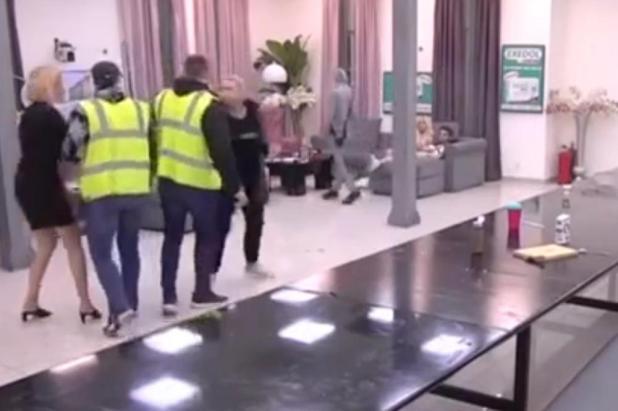 JELENA GOLUBOVI vur NAPALA CLUB: Helena dragged on security to hit her! (VIDEO)