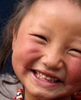 Enfant tibétaine de l'association Karuna-Schechen