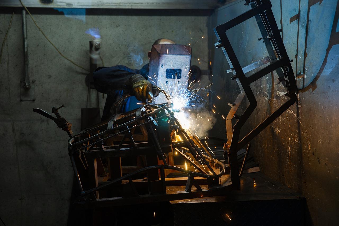 Industry Source Employee Work  - Engin_Akyurt / Pixabay