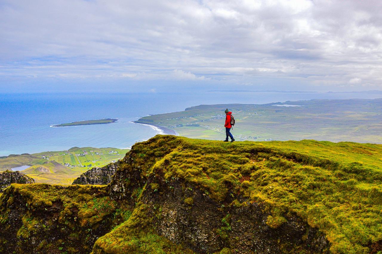 Man Hiking Island Mountains Alpine  - nikolaus_bader / Pixabay