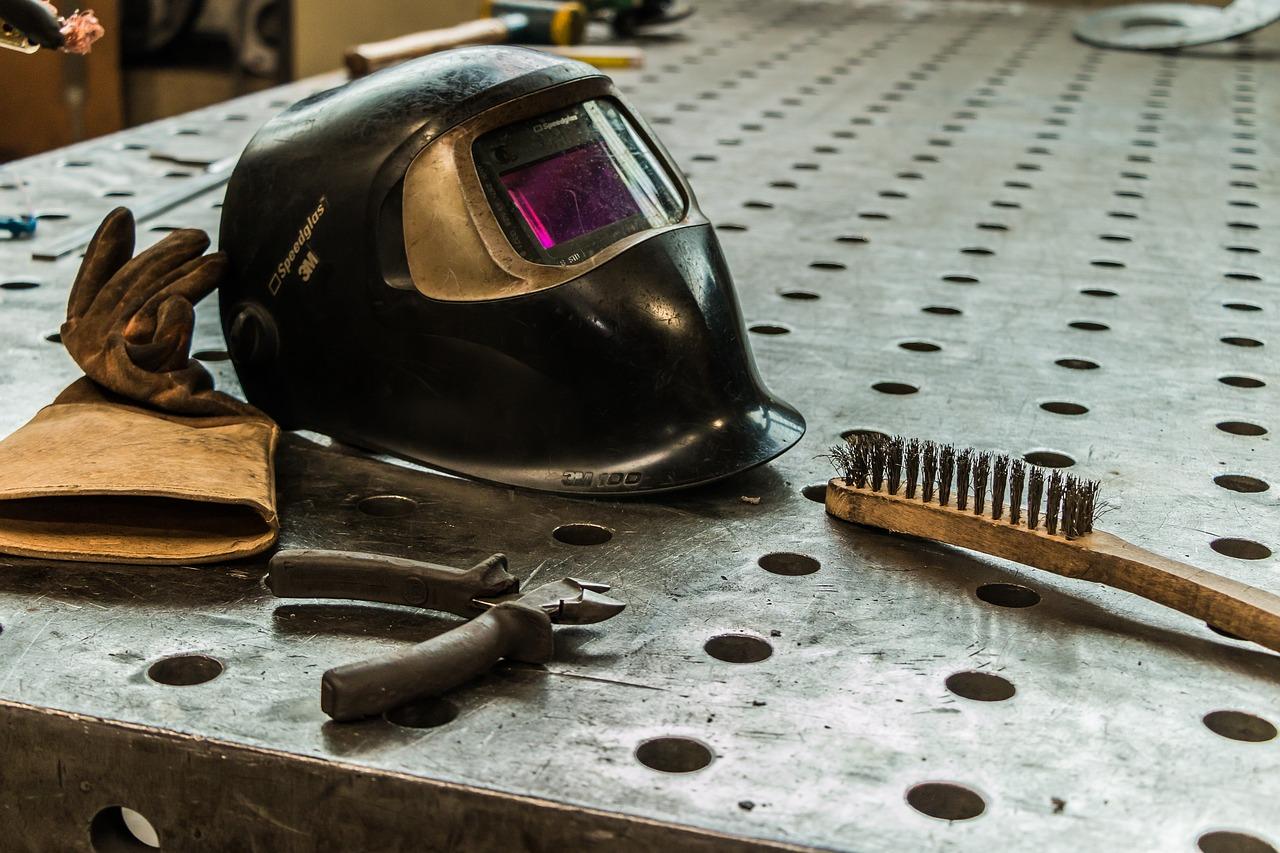 Work Material Vacancy Work Welder  - Benfe / Pixabay