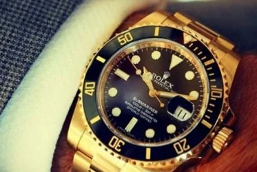 Does Wearing a Gold Rolex make You Pretentious?
