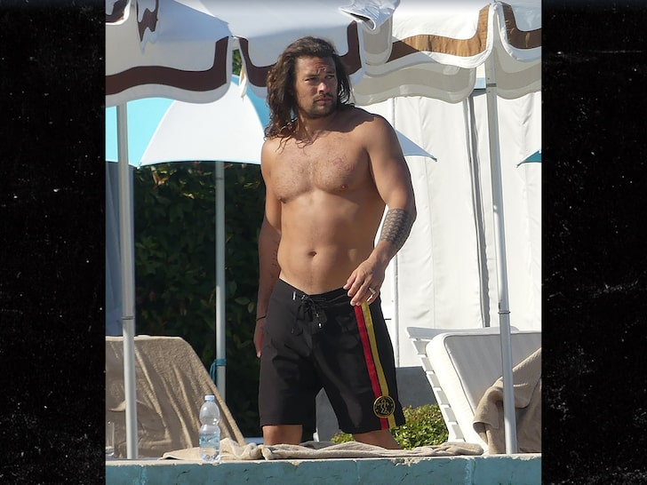 Jason Momoa Is Still Jacked Even When On Vacation Esquire Middle East