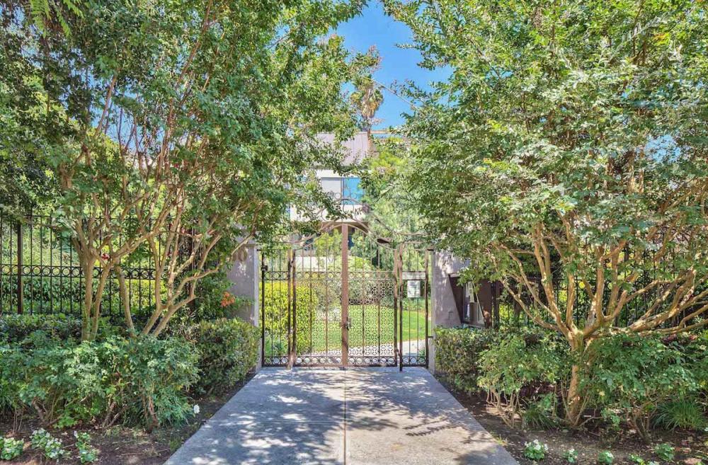 Esquire Real Estate Brokerage, Inc  | 950 N  Kings Rd , #236