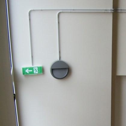 indicatore uscita di emergenza