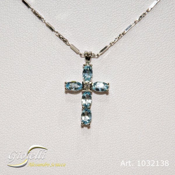 Pendente forma croce con acquamarina e diamante centrale