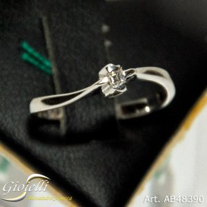 Anello Solitario con diamante taglio Princess