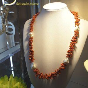 collana in corallo e perle