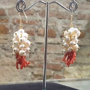 orecchini corallo e perle