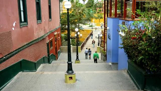 Barranco, o bairro boêmio de Lima durante o dia fica diante do Pacífico. Foto: Shutterstock.