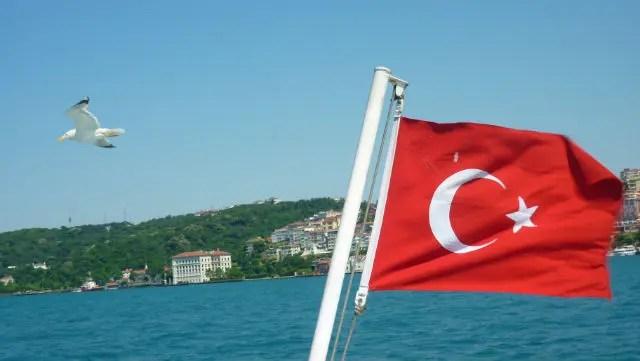 Cruzando o Bósforo, Istambul (Foto: Esse Mundo É Nosso)