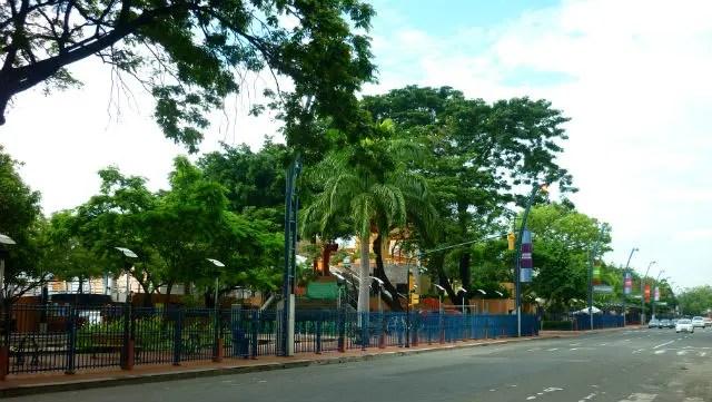 Vista pela rua do Malecón 2000 - Guayaquil, Equador (Foto: Esse Mundo É Nosso)