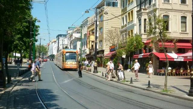 Tram - Transporte público em Istambul (Foto: Esse Mundo É Nosso)