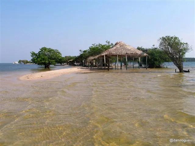Ilha do Amor ainda parcialmente coberta de água