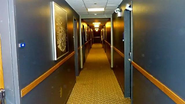 Corredor de quartos do H.I. Chicago Hostel (Foto: Esse Mundo é Nosso)
