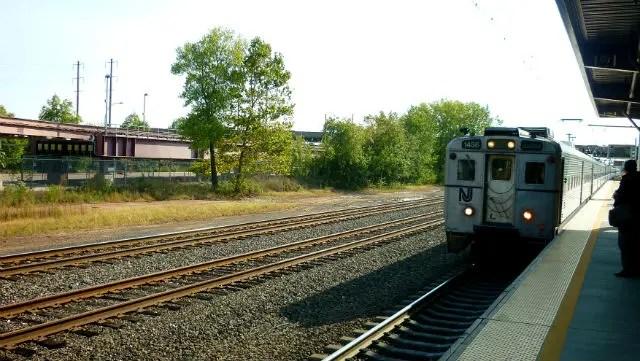 Trem que leva do aeroporto de Newark a Nova York (Foto: Esse Mundo é Nosso)