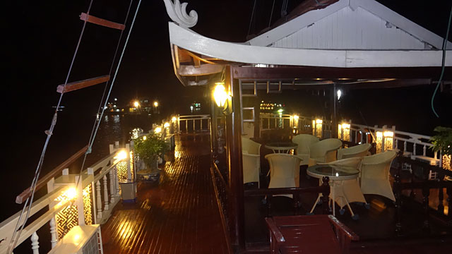 Barco em Halong Bay (Foto: Esse Mundo É Nosso)