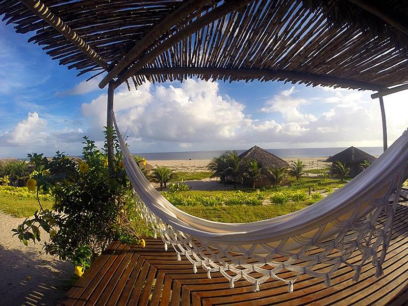 Onde se hospedar em Jericoacoara: Rede com vista da pousada Rancho do Peixe (Foto: Divulgação)