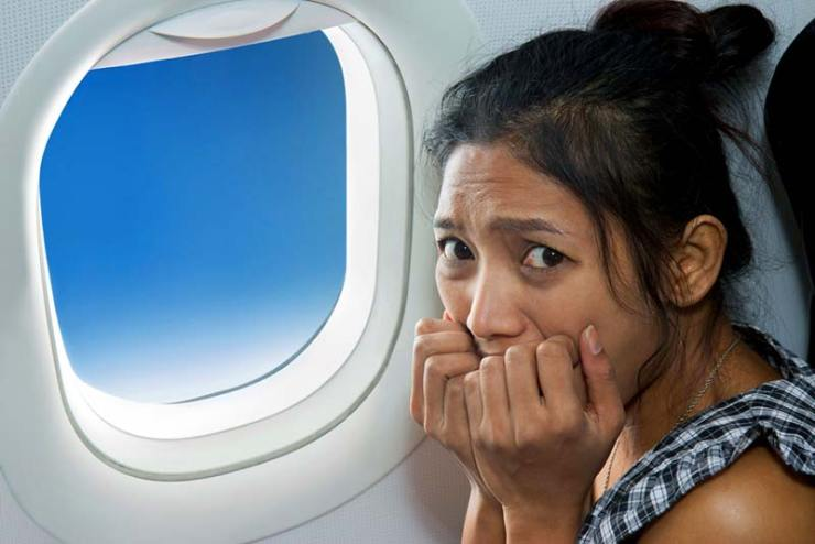 http://www.shutterstock.com/pt/pic-251563534/stock-photo-frightened-woman-sitting-at-the-window-of-the-plane.html?src=S2sE7ZcDgprz78oZ8aqraw-1-11