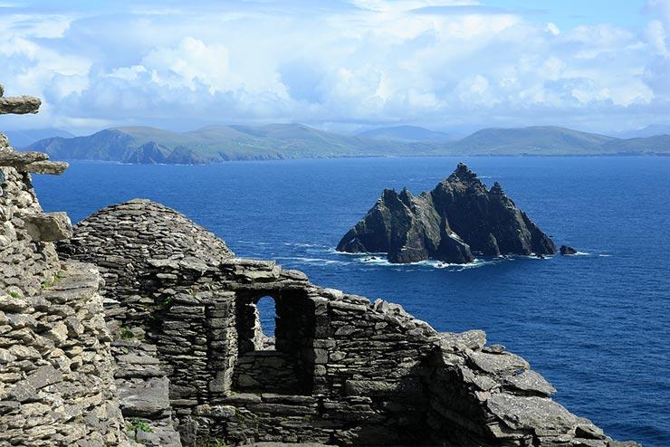 Cenários de Star Wars que existem de verdade - Skellig Michael, Irlanda (Foto via Shutterstock)