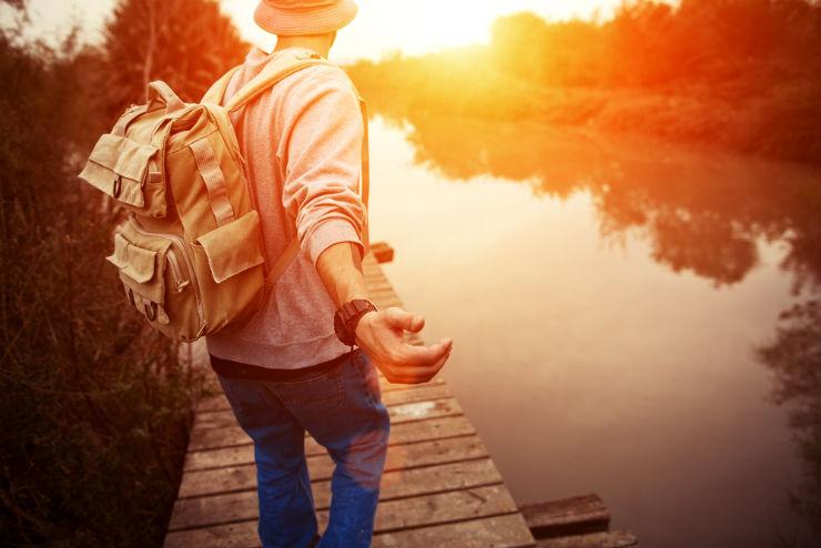 Por que as pessoas insistem em julgar quem gosta de viajar muito? (Foto via Shutterstock)