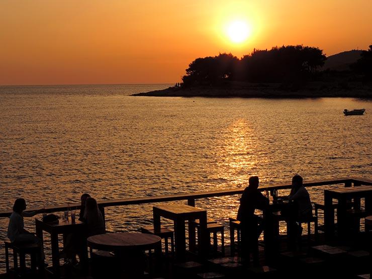 Dicas de Hvar - Hula Hula Beach & Bar (Foto: Esse Mundo É Nosso)
