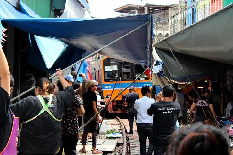 Mercado do Trem de Bangkok (Foto: Esse Mundo É Nosso)