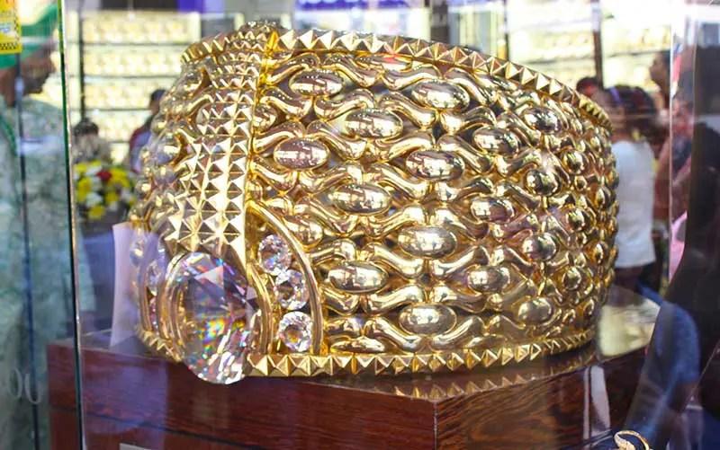 Mercado de Ouro de Dubai  Joias e o maior anel do mundo 7fe601b3bf