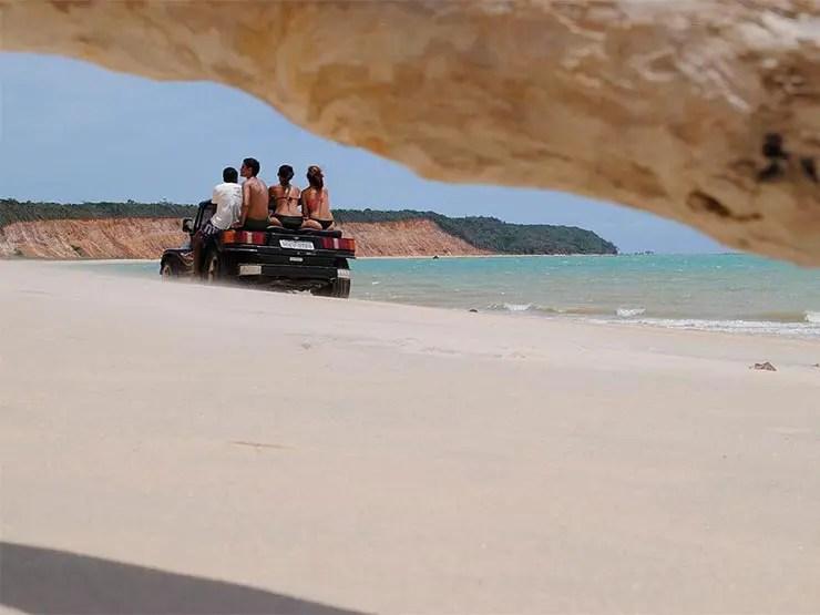 Praia do Carro Quebrado, Alagoas [Foto: Cícero R. C. Omena (CC BY 2.0); com alterações]