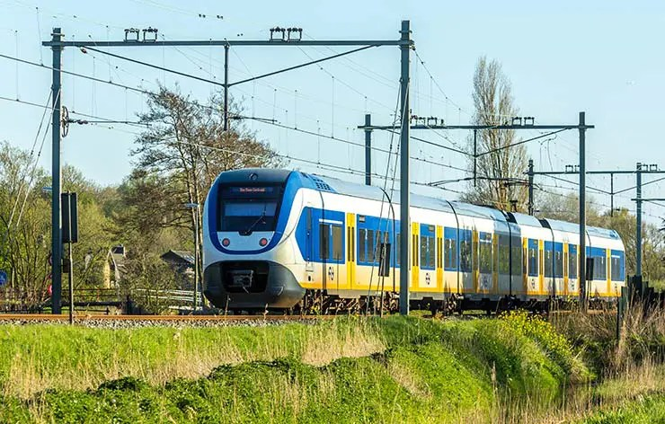 Holanda anuncia que 100% de seus trens já são movidos com energia do vento (Foto via Shutterstock)