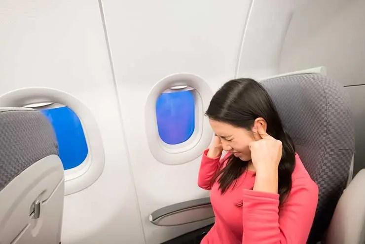 Dor de ouvido no avião (Foto: Shutterstock)