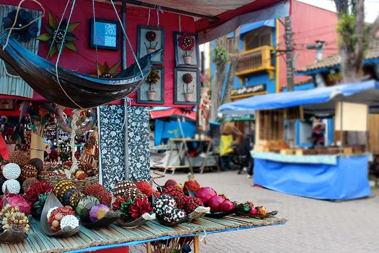 Cidades perto de São Paulo: Feira de artesanato em Embu das Artes (Foto: Esse Mundo é Nosso)