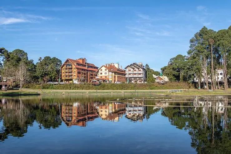 Quando ir pra Gramado e Canela: Lago Joaquina Rita Bier em Gramado (Foto via Shutterstock)