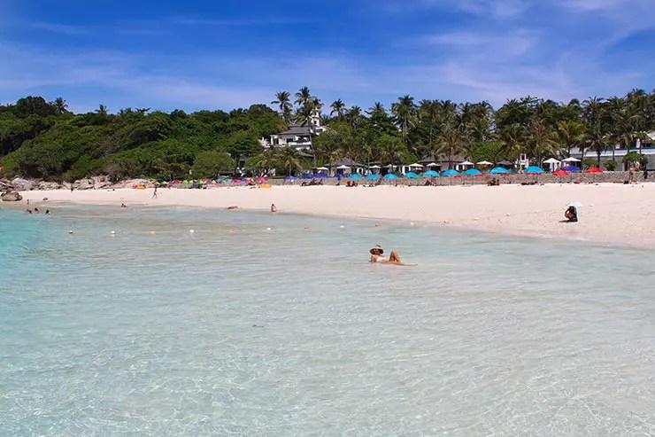 Raya Island, uma das melhores praias de Phuket, na Tailândia (Foto: Esse Mundo É Nosso)