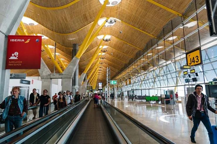 Como é a imigração na Espanha no aeroporto de Madrid (Foto via Shutterstock)