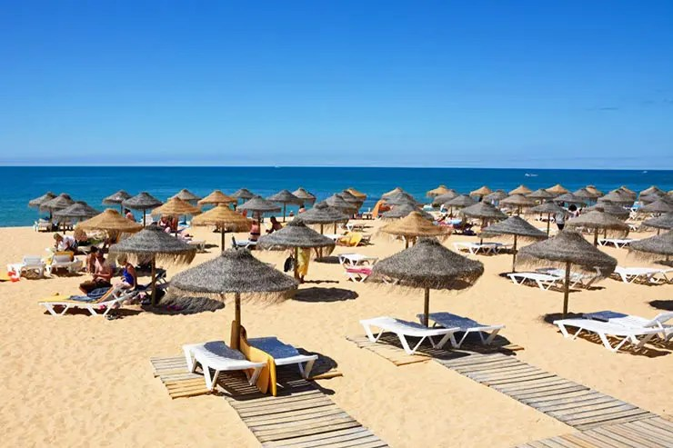 Melhores praias do Algarve, Portugal - Praia de Vilamoura (Foto via Shutterstock)