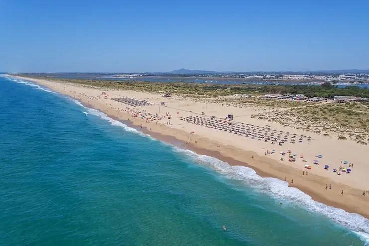Roteiro no Algarve, Portugal - Ilha da Tavira (Foto via Shutterstock)