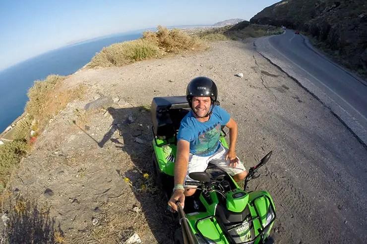 De quadriciclo em Santorini (Foto: Esse Mundo É Nosso)