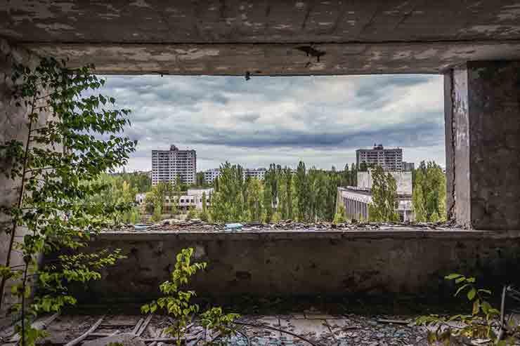 Hotel abandonado em Pripyat, Ucrânia (Por Fotokon via Shutterstock)