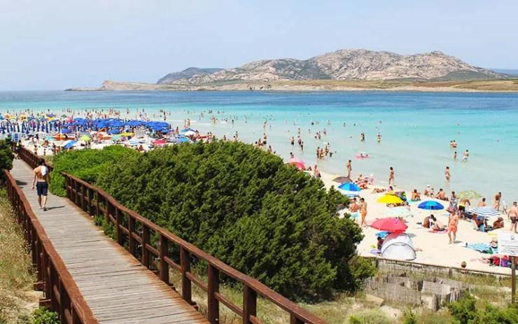 Praia La Pelosa em Stintino, Sardenha - Itália (Foto: Esse Mundo É Nosso)