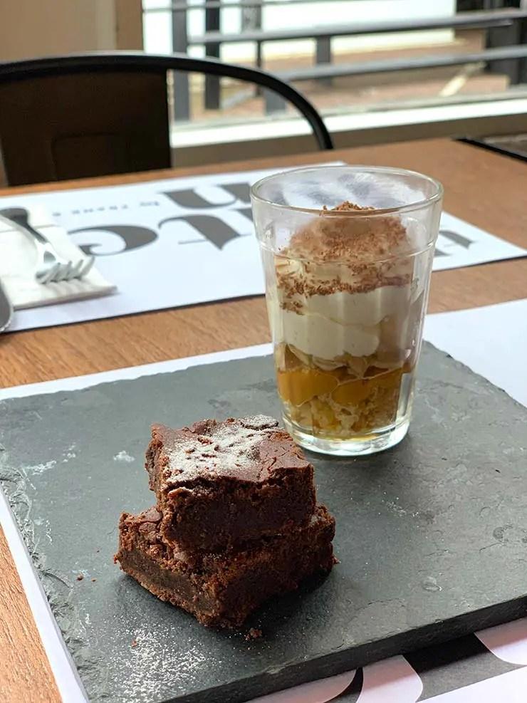 Brownie de chocolate belga e mini banoffe (Foto: Esse Mundo é Nosso)