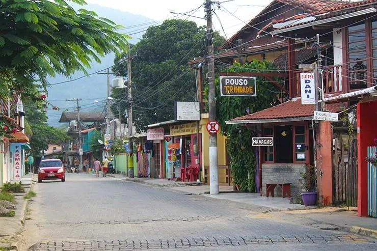 Rua principal do centrinho de Trindade (Foto: Esse Mundo É Nosso)