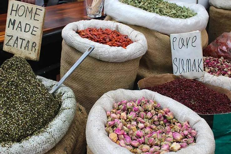 Especiarias no Mahane Yehuda Market (Foto: Esse Mundo É Nosso)