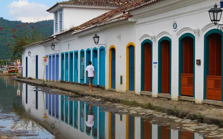 Maré em Paraty e as ruas alagadas (Foto: Esse Mundo É Nosso)
