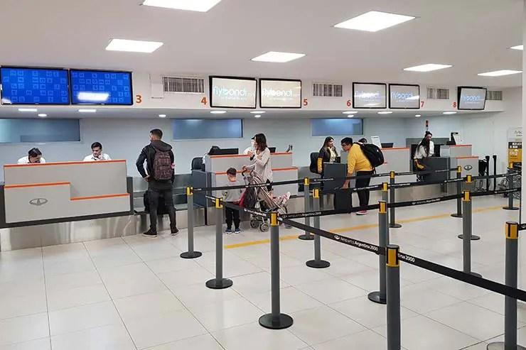 Check-in da Flybondi no aeroporto El Palomar, em Buenos Aires