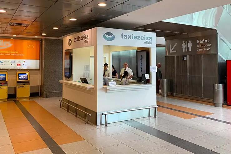 Táxi oficial do aeroporto de Ezeiza em Buenos Aires (Foto: Esse Mundo é Nosso)