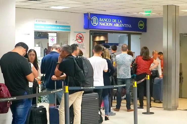 Câmbio em Buenos Aires: Banco de La Nación Argentina no aeroporto de Ezeiza (Foto: Esse Mundo é Nosso)